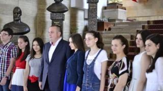 Primaria Ploiesti a premiat elevii care au luat 10 la bac si admitere. Vezi cum arata copiii - GALERIE FOTO